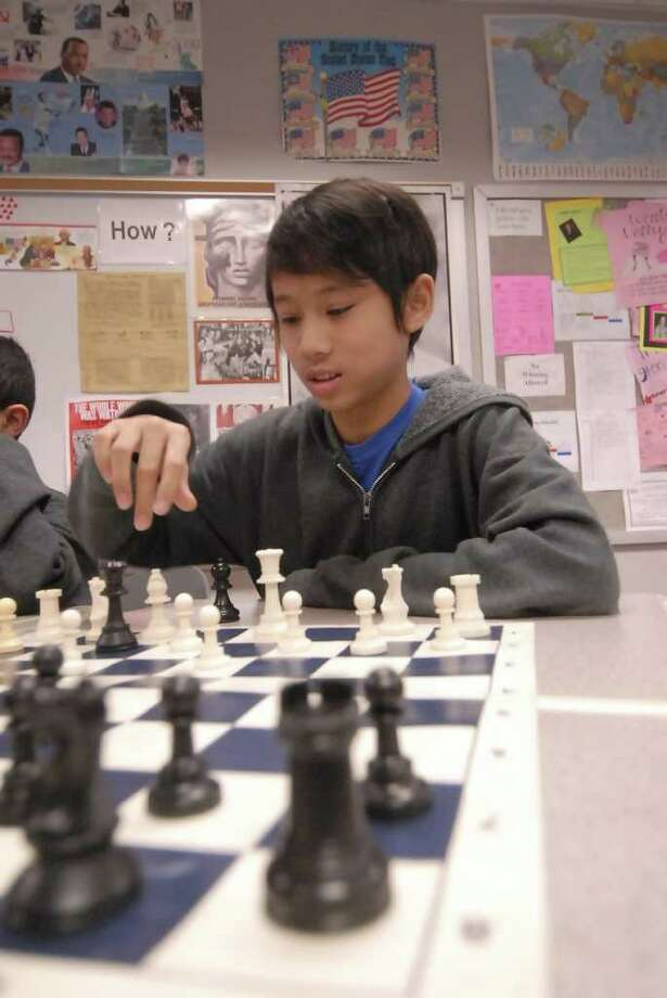 Pin Oak Middle School chess team members Susan Retondo, 13, and Mike Armstead, 14, practice at their school. Photo: Tony Bullard / Tony Bullard & the Houston Chronicle