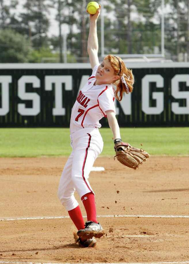 Memorial pitcher Ashley Pilcher is among a solid group of Mustangs who are squarely in the District 19-5A playoff picture. Photo: Diana L. Porter / © Diana L. Porter
