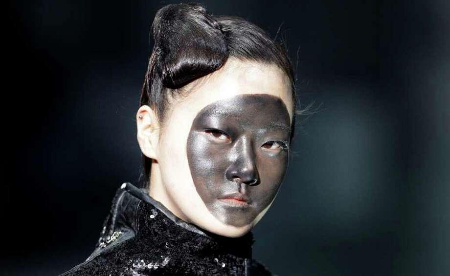 A model wears a creation by South Korean designer Lie Sang-bong during Seoul Fashion Week in Seoul, South Korea, Wednesday, April 4, 2012. Photo: Lee Jin-man, AP / AP