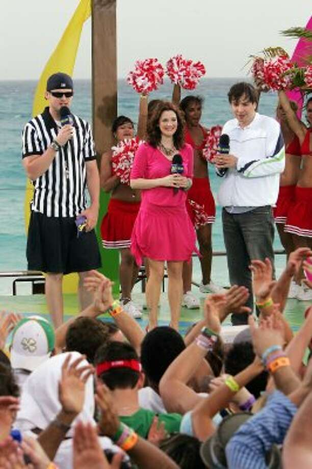 CANCUN, MEXICO - MARCH 9:  (U.S. TABS OUT)  Actor Jimmy Fallon (R) and actress Drew Barrymore (C) appear onstage with VJ Damien Fahey (L) during a taping for MTV Spring Break on the beach at The City nightclub March 9, 2005 in Cancun, Mexico.  (Photo by Scott Gries/Getty Images) (Getty Images)