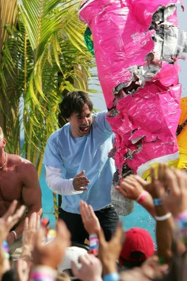 CANCUN, MEXICO - MARCH 10:  (U.S. TABS OUT)  Actor Jimmy Fallon beats up a giant pinata onstage during a taping for MTV Spring Break on the beach at The City nightclub March 10, 2005 in Cancun, Mexico.  (Photo by Scott Gries/Getty Images) (Getty Images)