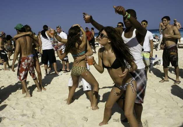 Springbreakers -- US students on holidays -- play on the beach in Cancun, Mexico, on March 22, 2010. Thousands of American students enjoy the spring break by going to Mexican beaches. AFP PHOTO/Jose Dominguez (Photo credit should read JOSE DOMINGUEZ/AFP/Getty Images) (JOSE DOMINGUEZ / AFP/Getty Images)