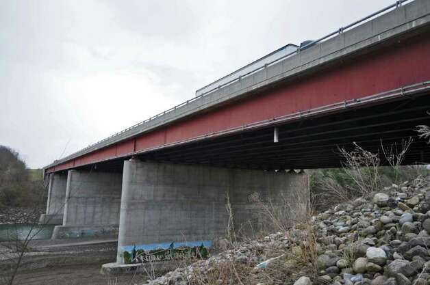 Thruway traffic travels over the bridge that replaced one which collapsed into the Schoharie Creek 25 years ago,  on Wednesday April 4, 2012 in Fort Hunter, NY.   (Philip Kamrass / Times Union ) Photo: Philip Kamrass / 00017099A