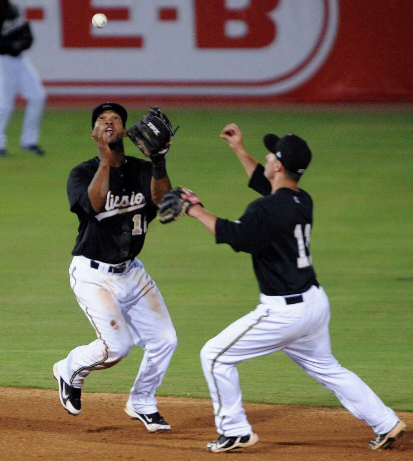 Missions shortstop Jeudy Valdez (left) and second baseman Dean Anna have some trouble going for a fly ball Thursday. The Missions fell flat in their season opener with a 7-2 setback to Tulsa at Wolff Stadium. Photo: BILLY CALZADA, San Antonio Express-News / SAN ANTONIO EXPRESS-NEWS