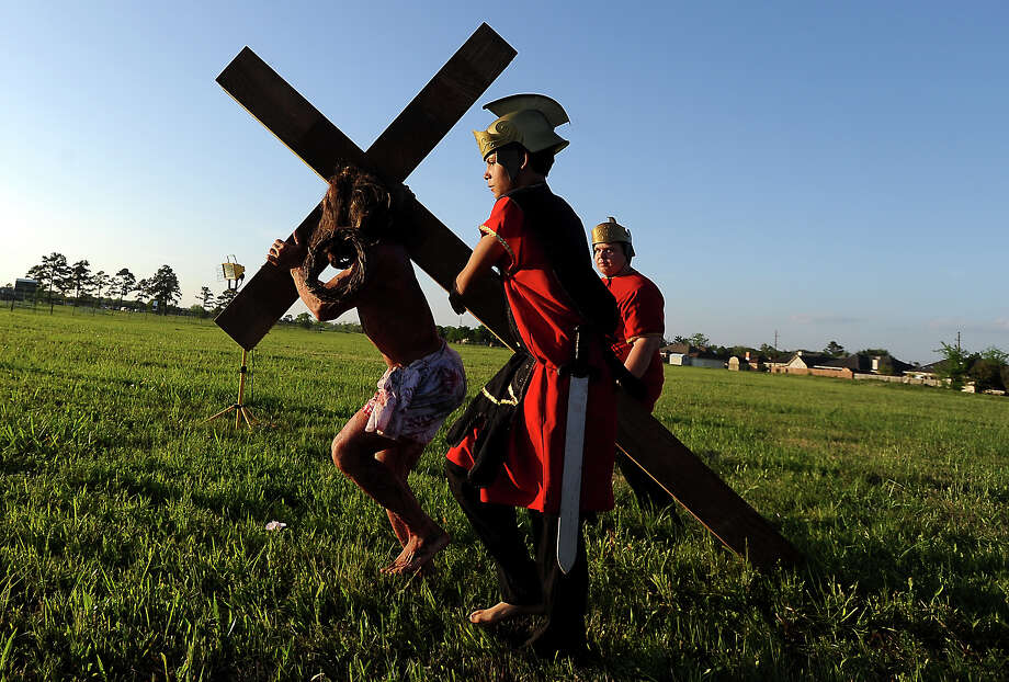 Eric Hellberg plays the part of Jesus Christ carrying the Cross during the Last Days of Christ Outdoor Passion Drama at Legacy Christian Academy in Beaumont, Thursday April 5, 2012. Tammy McKinley/The Enterprise Photo: TAMMY MCKINLEY