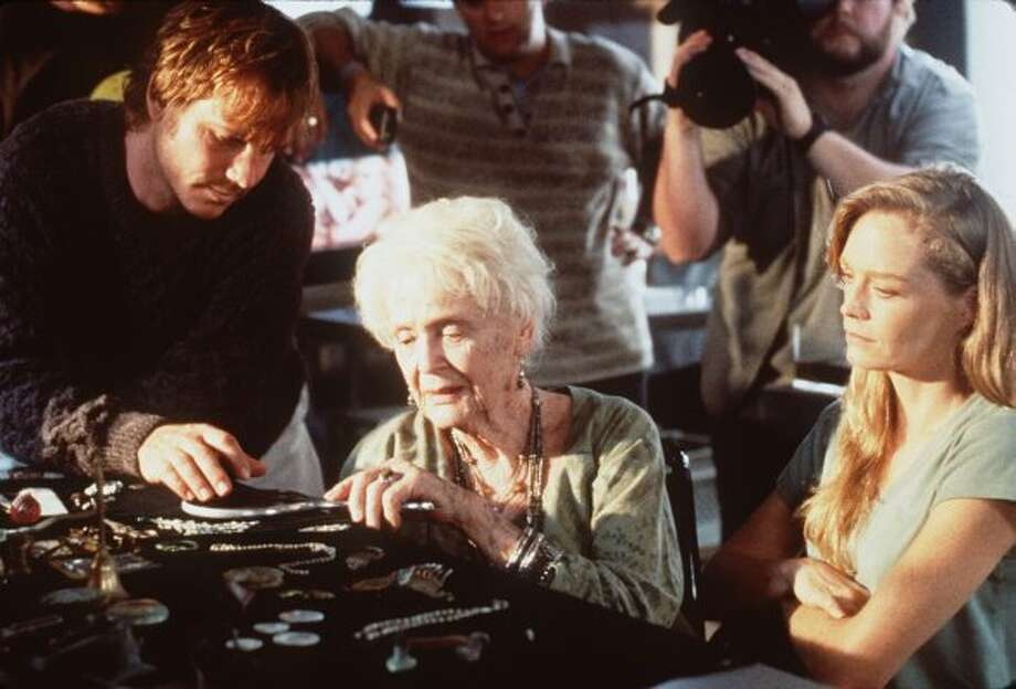 Actors Suzy Amis (R), Gloria Stuart (center) and Bill Paxton in a scene from the movie. (MERIE W. WALLACE / Getty Images)