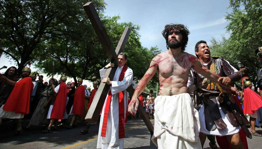 A Roman Soldier (right) taunts Jesus, played by Mario Mandujano Jr., during a re-enactment. Photo: BOB OWEN, San Antonio Express-News / © 2012 San Antonio Express-News