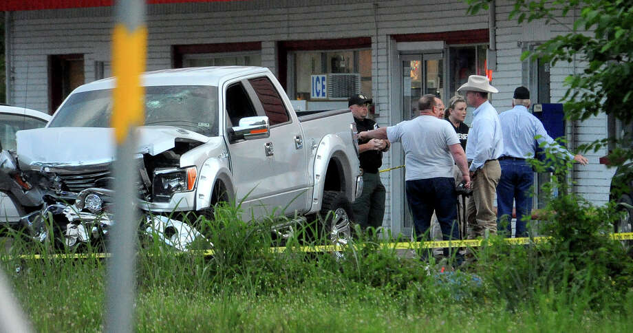 Officials investigate a scene where a man was reportedly shot through his truck in Vidor, Friday April 6, 2012. Tammy McKinley/The Enterprise Photo: TAMMY MCKINLEY