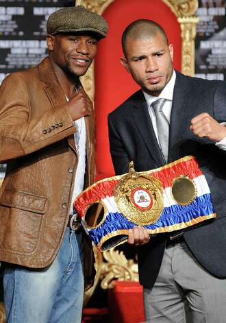 Floyd Mayweather (left) and Miguel Cotto will square off May 5 in Las Vegas. Photo: ROBYN BECK, AFP/Getty Images / 2012 AFP