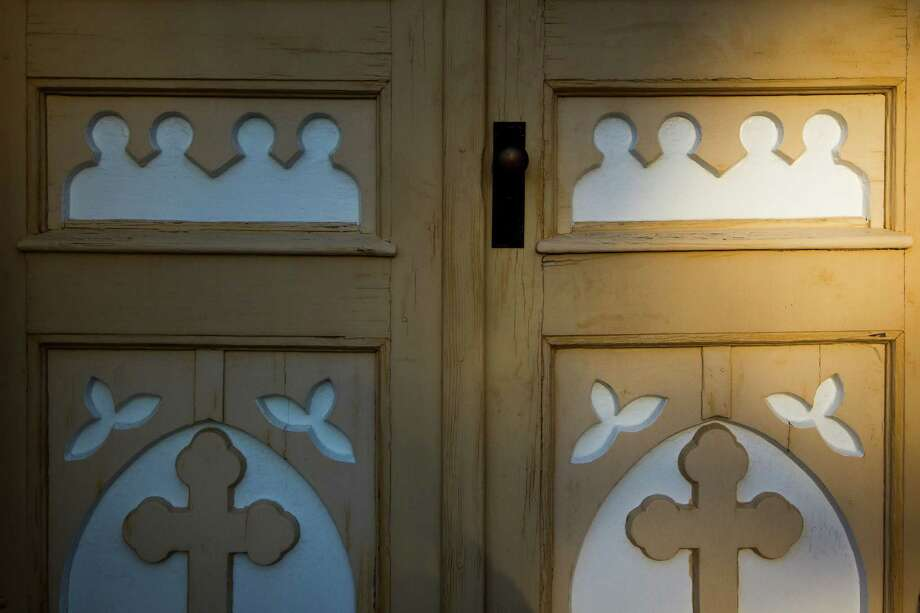 Sunlight falls over doors to St. Mary's Church in Praha. Photo: Smiley N. Pool, Houston Chronicle / © 2012  Houston Chronicle
