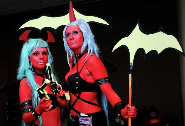 Savannah Scott as Scanty, left, and Jamie Bowenng as  Kneesocks, right, pose for photos. Photo: LINDSEY WASSON / SEATTLEPI.COM