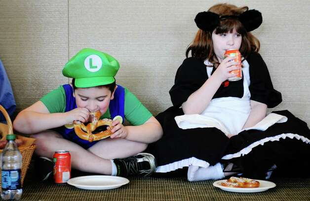 William Etson as Luigi, left, and Rhionnon Etson as Ciel Phantomhive, right, take a break. Photo: LINDSEY WASSON / SEATTLEPI.COM