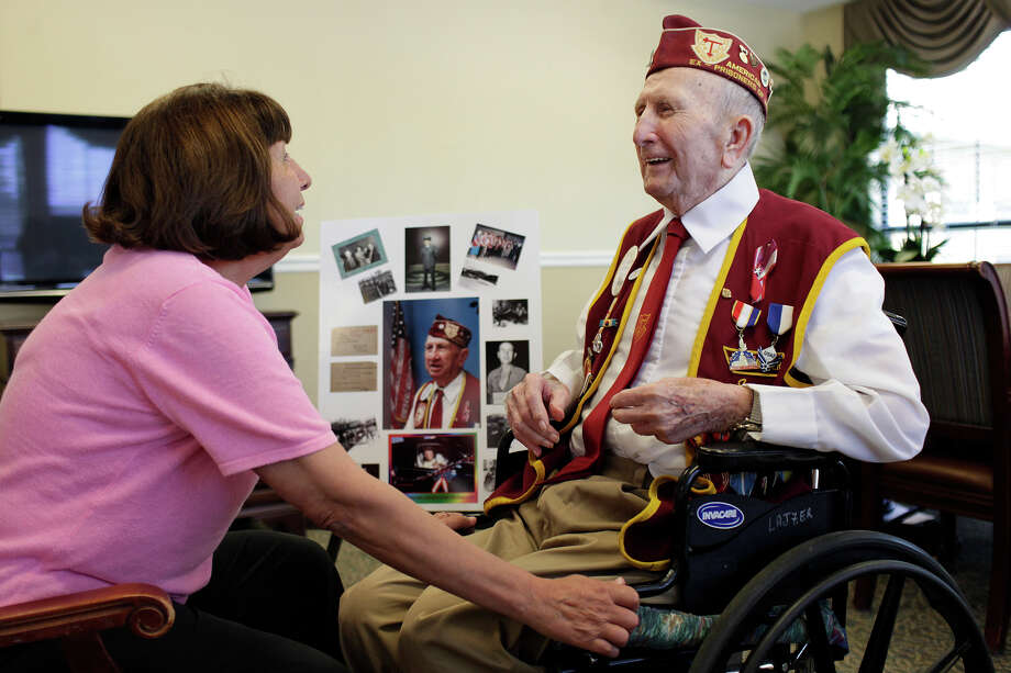 """Joe Lajzer talks with his daughter, Katie Mason, at the nursing home. Said Mason of the death march: """"... I am really shocked at how many people do not know what I'm talking about."""" Photo: Lisa Krantz, San Antonio Express-News / SAN ANTONIO EXPRESS-NEWS"""
