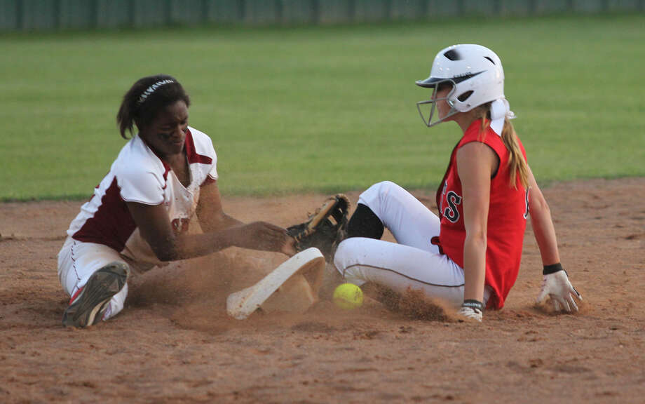 Shawneece Jones looks to apply a tag to a sliding Kirbyville base runner. Photo: Jason Dunn