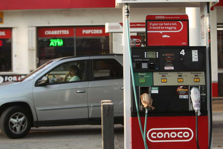 This Conoco station in Pasadena accidentally sold gasoline to customers for $1.01 a gallon for about 90 minutes because of a computer glitch. Photo: Johnny Hanson, Houston Chronicle