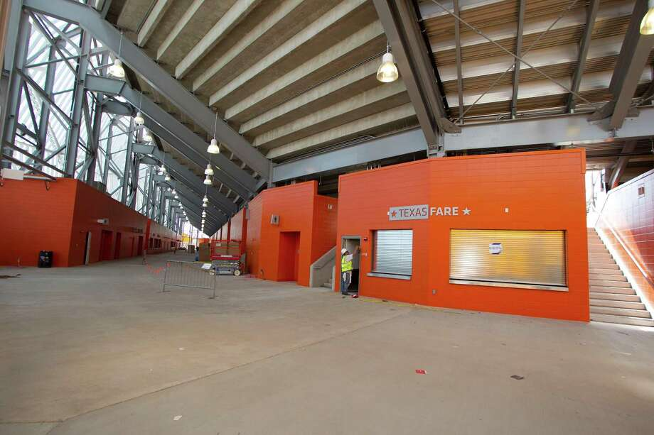 The main concourse of the BBVA Compass Stadium. Photo: James Nielsen, Chronicle / © 2012 Houston Chronicle