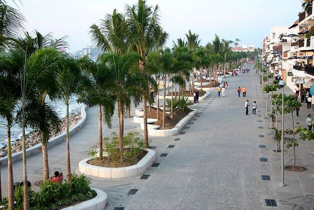 A pedestrian promenade is part of Puerta Vallarta's updated malceon. Photo: Puerto Vallarta Tourism Board