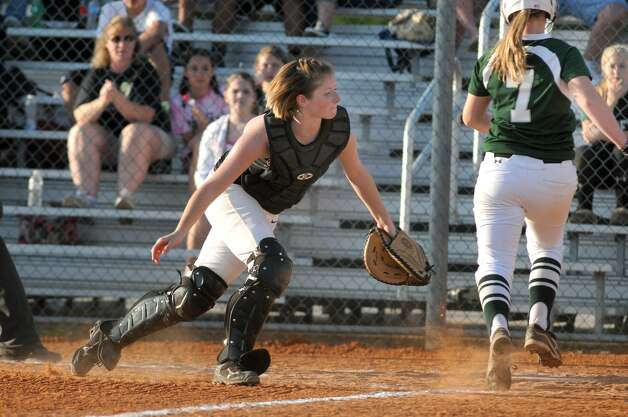 Porter catcher Sadie Evans, left, makes a play against Kingwood Park. Photo: Jerry Baker