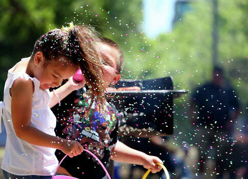 Mia Gutierrez, 5, gets hit with a cascaron by her cousin Anthony Lara, 5, while spending Easter with their families Sunday April 12, 2009 at Brackenridge Park.  Photo: EDWARD A. ORNELAS, SAN ANTONIO EXPRESS-NEWS / eaornelas@express-news.net