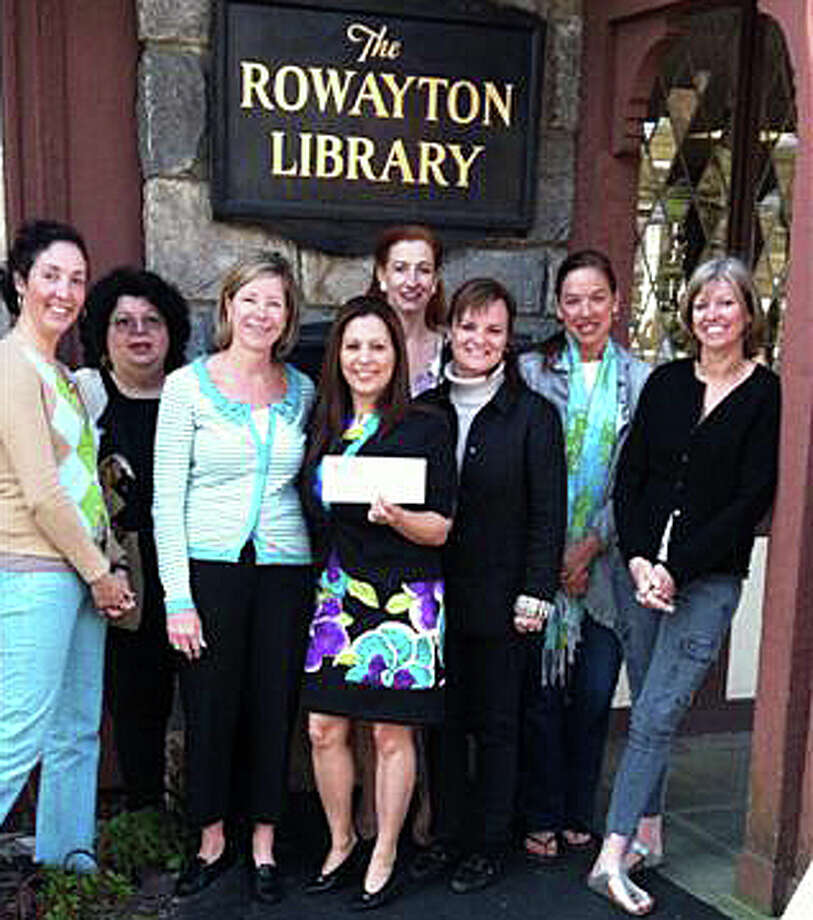 Aracelis Gonzalez, branch manager of Darien Rowayton Bank, presents check to members of Father Daughter Ball Committee and Cynthia Johnson, director of Rowayton Library. Photo: Contributed Photo
