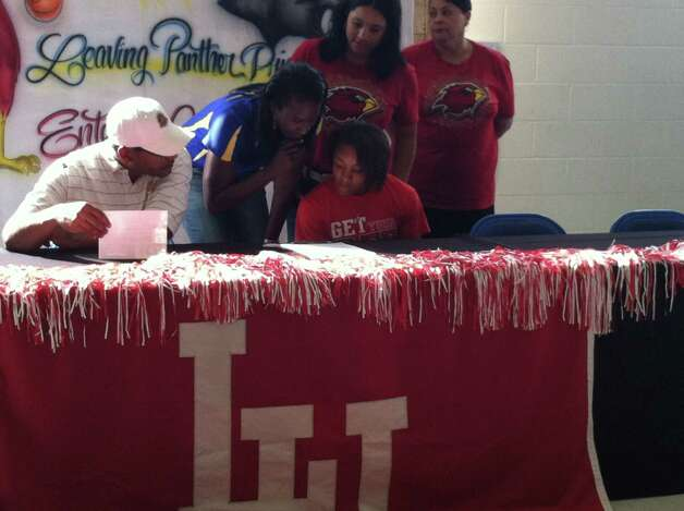 Asia Booker signed with the Lamar University women's basketball team on Wednesday, April 11, 2012. Photo: Jared Ainsworth