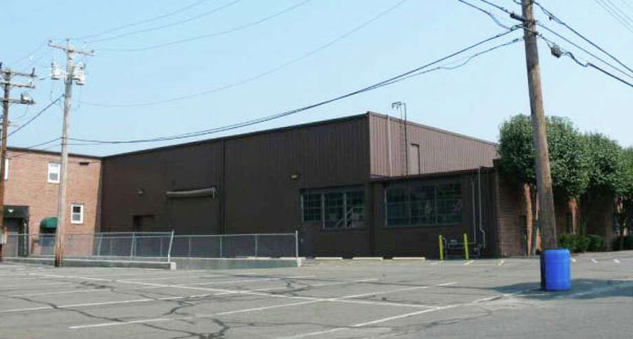 Honda of Westport was approved by the Town Plan and Zoning Commission for a 22-bay service facility on Linwood Avenue. It would have 22 service bays. Photo: File Photo / Fairfield Citizen