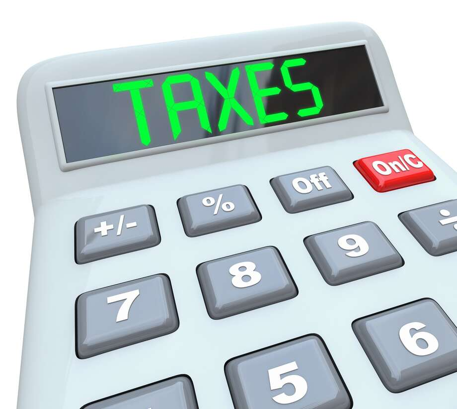 A plastic calculator displays the word Taxes symbolizing the need to file annual tax returns      fotolia for francis Photo: IQoncept / iQoncept - Fotolia