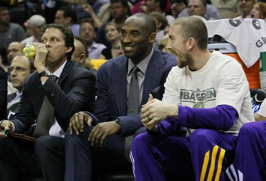 Los Angeles Lakers' Kobe Bryant (center) smiles whiles sitting out the game against the Spurs at the AT&T Center on Wednesday, Apr. 11, 2012. Kin Man Hui/Express-News. (San Antonio Express-News)