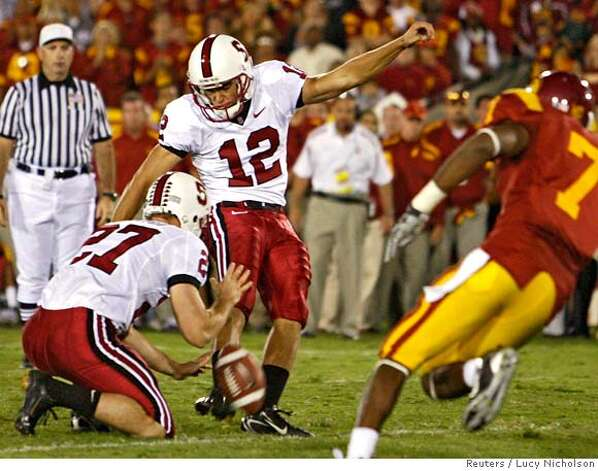 Stanford's Derek Belch (C) kicks the game-winning field goal against USC during their football game in Los Angeles October 6, 2007. REUTERS/Lucy Nicholson (UNITED STATES) Photo: LUCY NICHOLSON