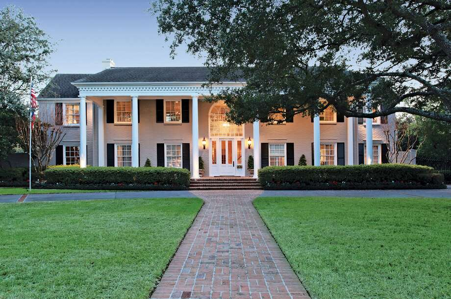 3217 Del Monte Dr . Asking price: $3.95 million Sales price range: $3,317,001 - $3,830,000  Neighborhood: River Oaks Country Club Estate Specs: 4 bedrooms, 4 full and 2 half baths Size: 6,900 square feet Lot size: 25,744 square feet Year built: 1954 Listing agent: Stephen Baumgardner of John Daugherty, Realtors Selling agent: Rochelle Pye of Martha Turner Properties Photo: HC