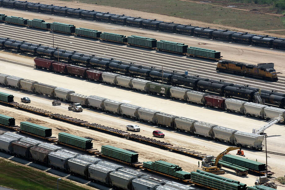 In less than three years, the Gardendale Railroad has become a large rail hub for the Eagle Ford Shale play. Fracking sand and pipes are brought in while crude oil is shipped out. Photo: Jerry Lara, San Antonio Express-News / SAN ANTONIO EXPRESS-NEWS