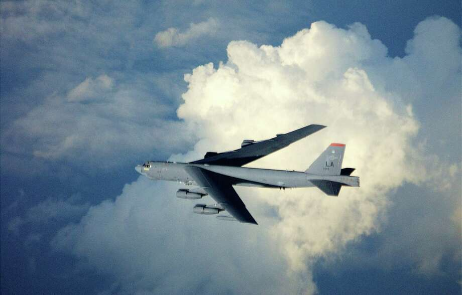 A 40th Expeditionary Bomb Squadron B-52 Stratofortress flies home after striking multiple targets deep in Iraq on April 7, 2003. Photo: USAF, Getty Images / 2003 Getty Images