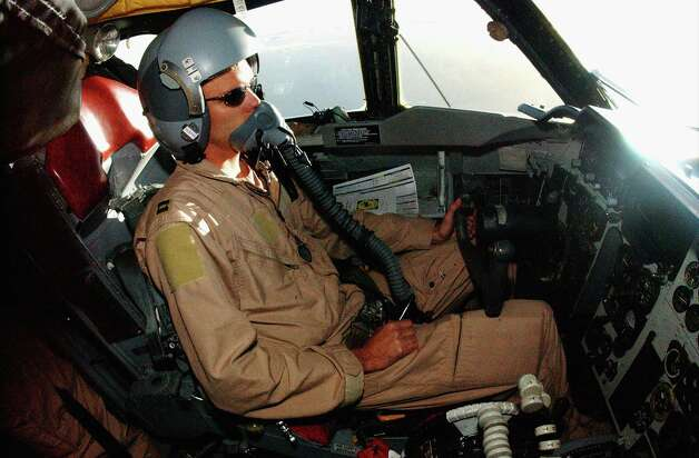 Capt. Cameron Warren, 40th Expeditionary Bomb Squadron, pilots his crew home after completing a mission over Iraq on March 26, 2003. Photo: USAF, Getty Images / 2003 Getty Images
