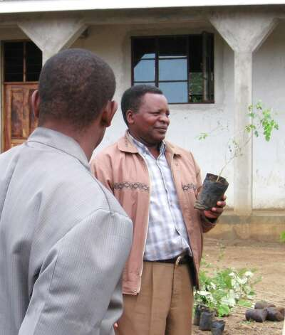 Sebastian Chuwa, a leading conservationist, lectures about the value of trees. (Courtesy of Clarinets for Conservation)