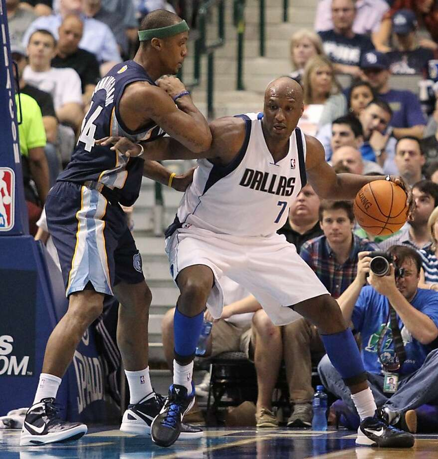 Dallas Mavericks forward Lamar Odom (7) works against Memphis Grizzlies forward Dante Cunningham during the second half of an NBA basketball game in Dallas on Wednesday, April 4, 2012. Dallas won 95-85. (AP Photo/Mike Fuentes) Photo: Mike Fuentes, Associated Press