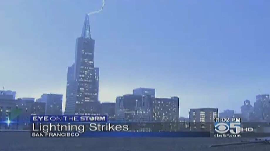 A lightning bolt strikes the Transamerica tower in downtown San Francisco on Thursday night. Photo: CBS San Francisco