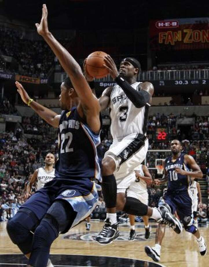 FOR SPORTS - San Antonio Spurs' Stephen Jackson drives to the basket against Memphis Grizzlies' Rudy Gay during first half action Thursday April, 12,  2012 at the AT&T Center. (PHOTO BY EDWARD A. ORNELAS/SAN ANTONIO EXPRESS-NEWS) (SAN ANTONIO EXPRESS-NEWS)