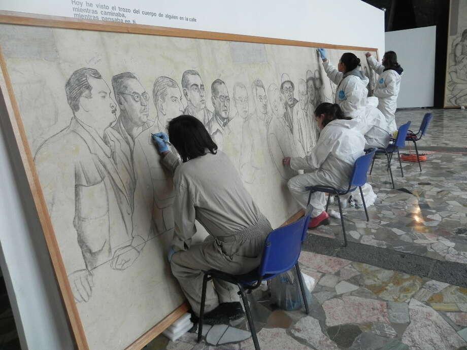 Recuperando un tesoro: un equipo de 10 restauradoras trabajó durante seis meses para recuperar los bocetos históricos que Diego Rivera produjo en Nueva York. Photo: Bank Of America