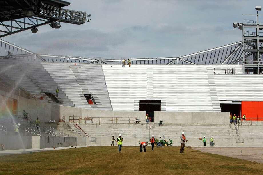 El primer partido del Dynamo en el BBVA Compass Stadium se jugará el sábado 12 de mayo, frente al DC United en la MLS. Photo: Michael Paulsen / © 2012 Houston Chronicle