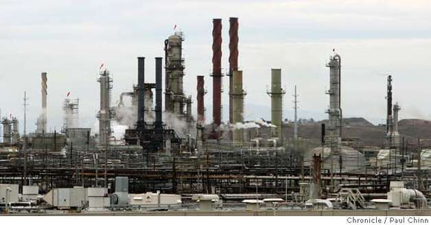 The Chevron oil refinery in Richmond, Calif. on Thursday, Oct. 11, 2007. According to data obtained from the EPA, nearly two-thirds of municipal and industrial sites dumped more pollution than is allowed under the Clean Water Act.  PAUL CHINN/The Chronicle MANDATORY CREDIT FOR PHOTOGRAPHER AND S.F. CHRONICLE/NO SALES - MAGS OUT Photo: PAUL CHINN