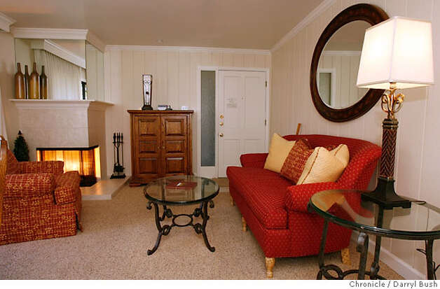 travel_golf_002_db.JPG  A one-bedoom suite with wood burning fireplace in back left corner, at Silverado Resort in Napa, CA, on Tuesday, December, 5, 2006. 12/5/06  Darryl Bush / The Chronicle ** (cq) Photo: Darryl Bush