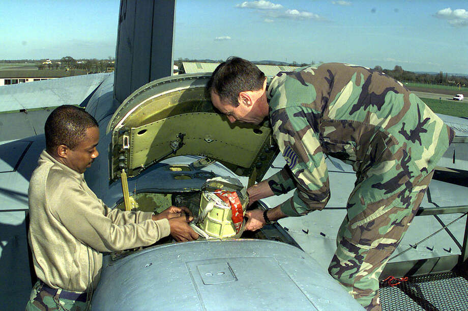 Master Sgt. Larry Coleman and Technical Sgt. James Bolen put a parachute Into the rear of a B-52 at RAF base Fairford, United Kingdom on March 31, 1999. Photo: USAF, U.S. Air Force/Getty Images / Getty Images North America