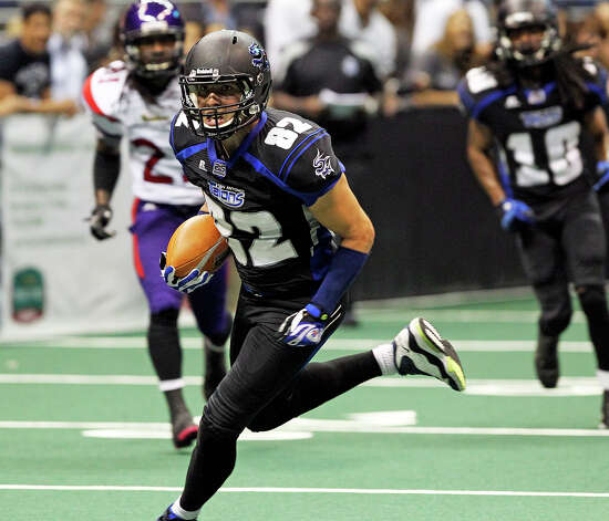 Talons receiver Robert Quiroga rambles for a touchdown as the San antonio Talons host the New Orleans Voodoo at the Alamodome on  April 13, 2012.  Tom Reel/ San Antoniopress-News Photo: TOM REEL, Express-News / San Antonio Express-News
