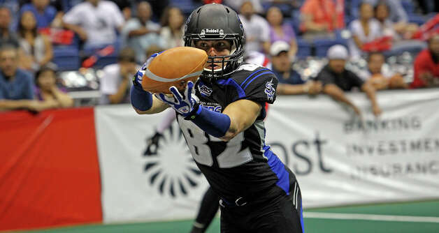 Talons receiver Robert Quiroga hauls in a touchdown pass late in the fourth quarter as the San antonio Talons host the New Orleans Voodoo at the Alamodome on  April 13, 2012.  Tom Reel/ San Antoniopress-News Photo: TOM REEL, Express-News / San Antonio Express-News