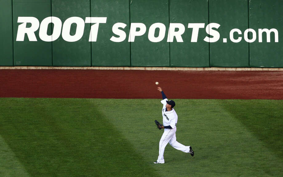 Felix Hernandez warms up during the Seattle Mariners home opener. Photo: JOSHUA TRUJILLO / SEATTLEPI.COM