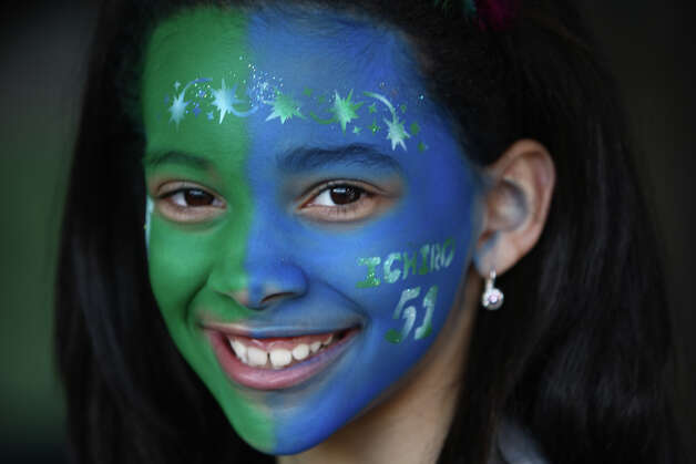 Brianna Ingram, 9, of Auburn, shows her Mariners spirit. Photo: JOSHUA TRUJILLO / SEATTLEPI.COM