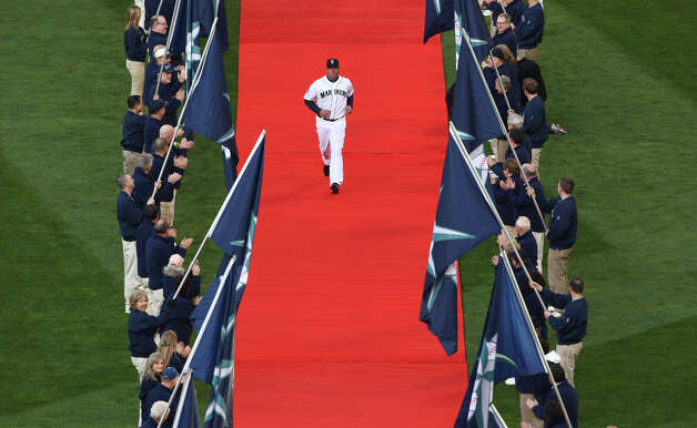Seattle Mariners are introduced on a red carpet. Photo: JOSHUA TRUJILLO / SEATTLEPI.COM