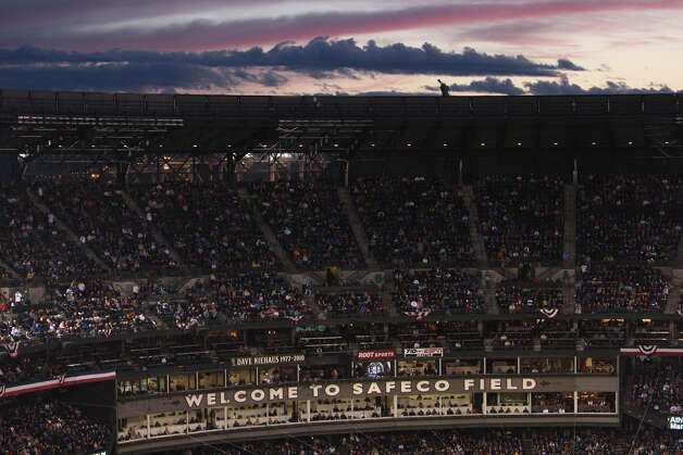 The sun sets behind Safeco Field during the game. Photo: JOSHUA TRUJILLO / SEATTLEPI.COM