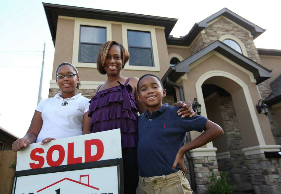 Kimberly McCann, with her daughter, Kennedy Smith, 11, and son, Carson Smith, 8, just moved into a new house near Texas Southern University. They wanted to live inside Loop 610. Photo: Mayra Beltran / © 2012 Houston Chronicle