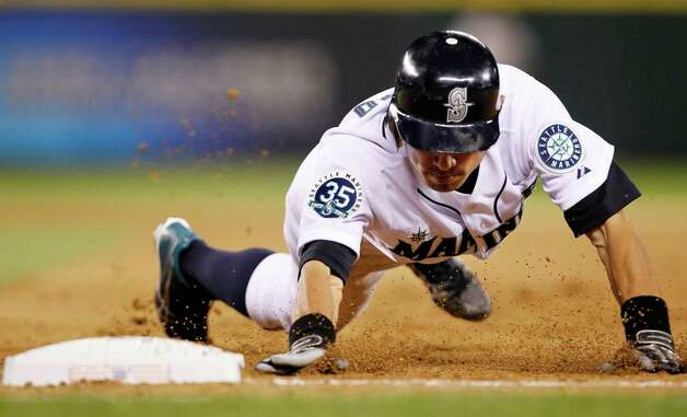 Ichiro Suzuki dives safely back to first base on a pickoff attempt in the fourth inning. Photo: AP
